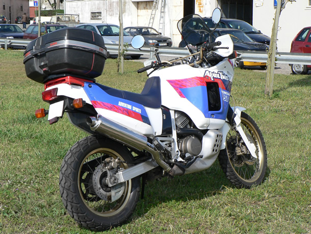 escapes-escorpiao-africa-twin