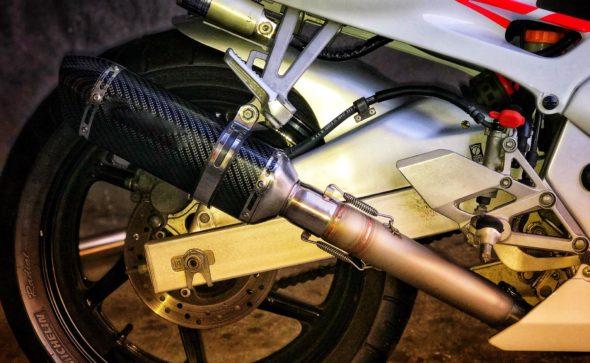 Fabrico de tubo de escape para aplicação de ponteira em Honda cbr600f.